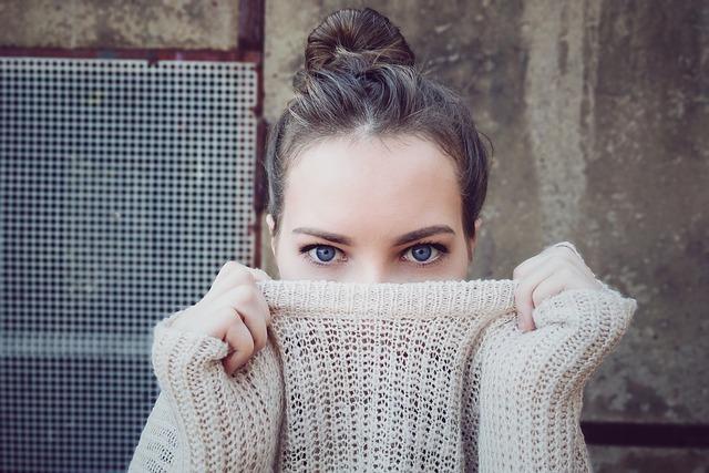 děvče ve svetru